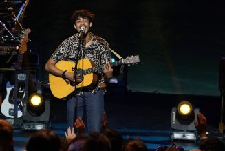 Arthur Gunn Impresses With Bon Iver Cover on 'Mother's Day' Edition of 'American Idol': Watch