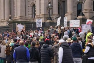 Australian anti-lockdown protesters receive backlash