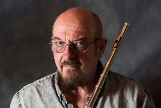 """Jethro Tull Frontman Ian Anderson """"Suffering from an Incurable Lung Disease"""""""