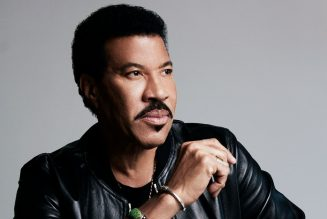 Lionel Richie Leads All-Star 'Idol' Rendition of 'We Are The World': Watch