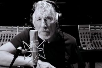 "Roger Waters Performs ""Mother"" in Quarantine: Watch"