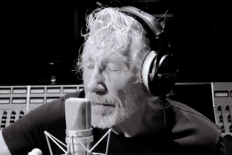 Roger Waters Plays Pink Floyd's 'Mother' In Quarantine