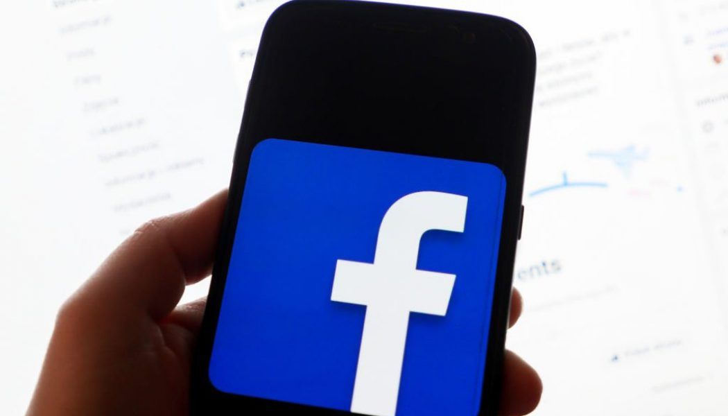 Facebook's New Feature Will Warn That Annoying Person On Your Timeline They're Sharing Old News