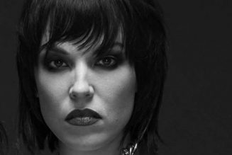 HALESTORM's LZZY HALE: 'Any Politician Who Does Not Believe In Equal Rights Should Not Be In Charge'