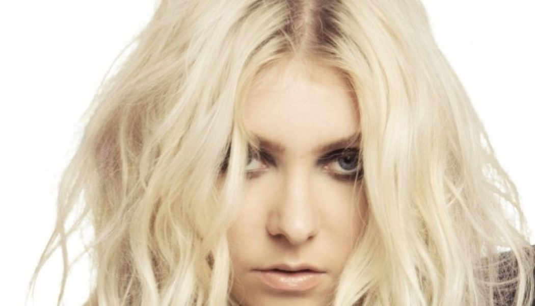THE PRETTY RECKLESS's TAYLOR MOMSEN: Why I Decided To Move To Maine