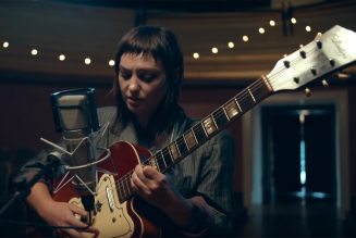 Angel Olsen Brings 'Whole New Mess' to Tonight Show
