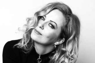 ANNEKE VAN GIERSBERGEN With KAMERATA ZUID: 'Let The Light In' Album Due This Month