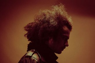 """Manuel Gagneux (Zeal & Ardor) Returns as Birdmask, Premieres Music Video for New Song """"Set Me on Fire"""": Stream"""