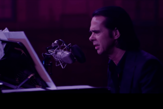 """Nick Cave Previews Idiot Prayer Solo Piano Concert With Stunning """"Galleon Ship"""" Performance: Watch"""