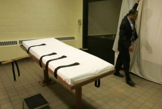US judge orders delay of first federal executions in 17 years