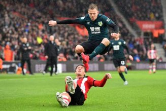 'What does he do?' 'Get rid': Some Southampton fans hammering one player tonight