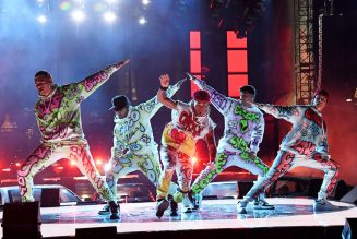 2020 MTV VMAs: Watch CNCO's Dazzling Live Debut of 'Beso'