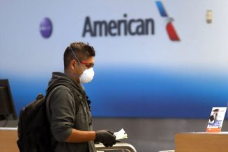 American Airlines Passenger Catches On Flight Fade For Not Wearing A Mask