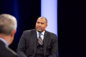 Barack Obama Hater Tavis Smiley Ordered To Pay PBS $2.6M For Being A Creep, Allegedly