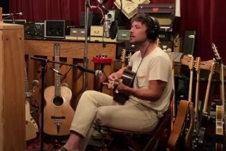 """Fleet Foxes' Robin Pecknold Debuts New Song """"Featherweight"""" During Livestream: Watch"""