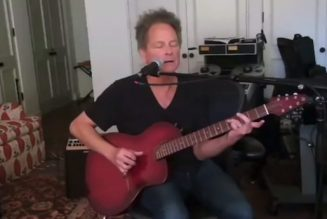 Lindsey Buckingham Sings Live for First Time Since Open Heart Surgery: Watch