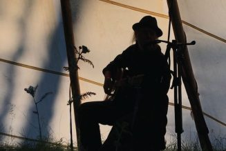 """Neil Young Details The Times EP, Shares """"The Times They Are A-Changin'"""" Cover: Stream"""