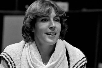 "R.I.P. Helen Reddy, ""I Am Woman"" Singer Dies at 78"