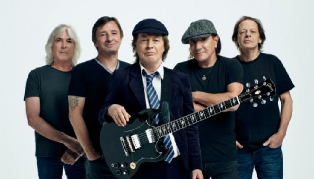 AC/DC's ANGUS YOUNG Says 'There Was No Pressure' During 'Power Up' Recording Sessions