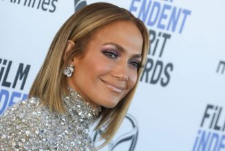Jennifer Lopez Kicks Off October With Pumpkin-Picking 'Sun Daze'
