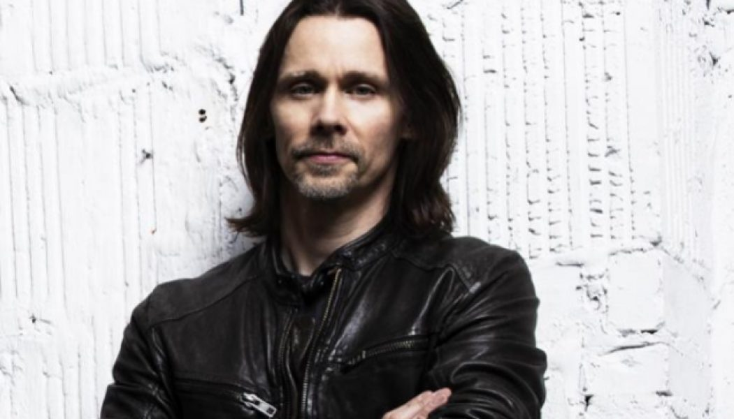 MYLES KENNEDY Says EDDIE VAN HALEN And JIMI HENDRIX Are The Reason He Picked Up A Guitar