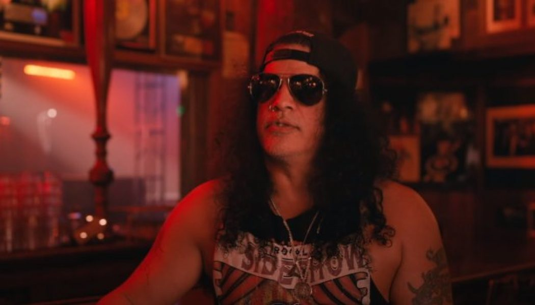 SLASH Looks Back On GUNS N' ROSES' First 2016 Reunion Show: 'It's Hard To Really Put It Into Words What That Felt Like'