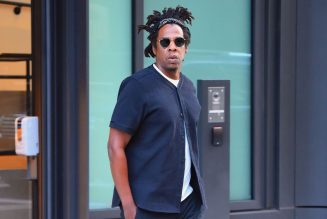 """Jay-Z """"Fan"""" Bypassed Airport Security To Hop On A Flight To See Him, Arrested"""
