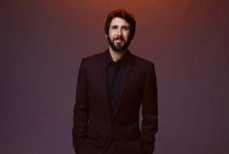 Josh Groban Brings a Christmas Vibe to 'The Tonight Show' With 'World We Knew': Watch