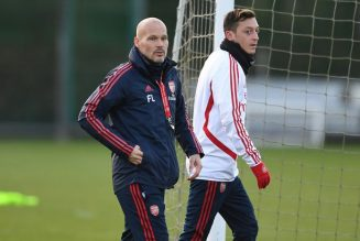 Ljungberg says Ozil should be in the Arsenal squad