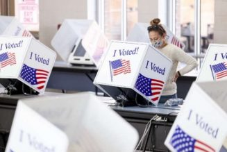 US election: FBI probes robocalls urging voters to 'stay home'