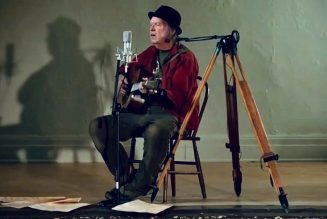 """Neil Young Returns to His Hometown to Play """"Comes a Time"""" in an Empty Theater: Watch"""