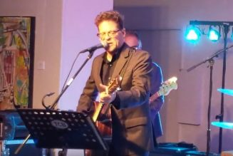 Watch Ex-METALLICA Bassist JASON NEWSTED Perform Cover Of JOHNNY CASH's 'Big River'