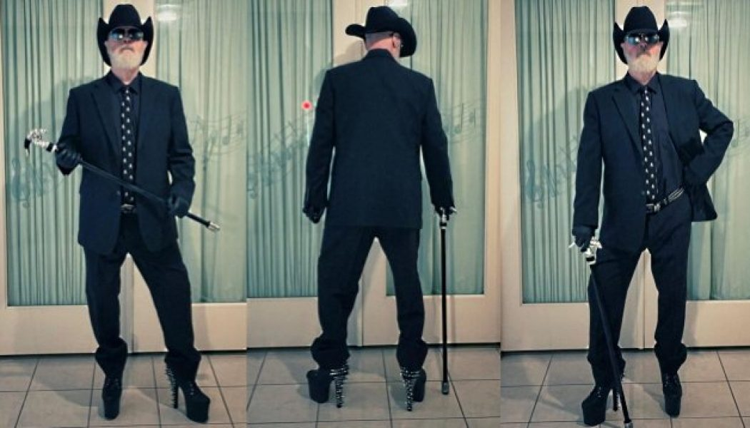 ROB HALFORD's Latest Quarantine Outfit Includes Spiked Platform Heels, Sports Coat And Cowboy Hat