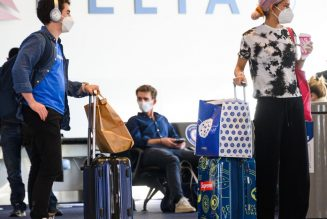US to require negative test from international travelers