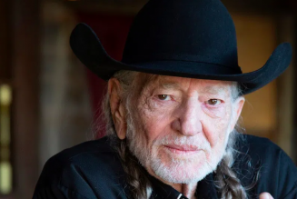 """Willie Nelson Shares Cover of Frank Sinatra's """"That's Life"""": Stream"""