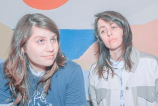"""Alex Lahey and Gordi Join Forces on New Collaborative Single """"Dino's"""": Stream"""
