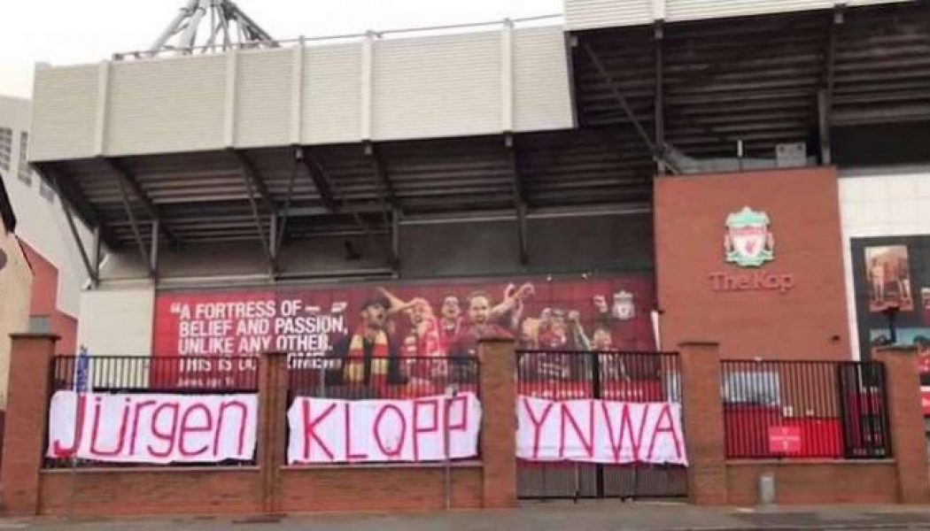 Liverpool fans show full support for Jurgen Klopp
