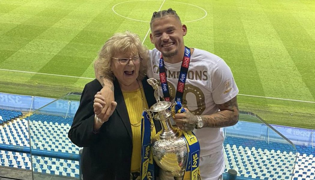 Photo: Leeds players and Bielsa send emotional tribute to Kalvin Phillips' grandmother