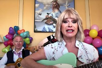 """Robert Fripp and Toyah Celebrate Valentine's Day with """"Tainted Love"""": Watch"""