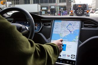 Tesla agrees to recall cars with failing displays