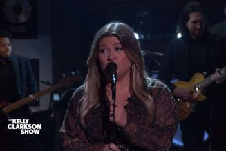 Kelly Clarkson Kicks Off the Week With Powerful Adele Cover: Watch