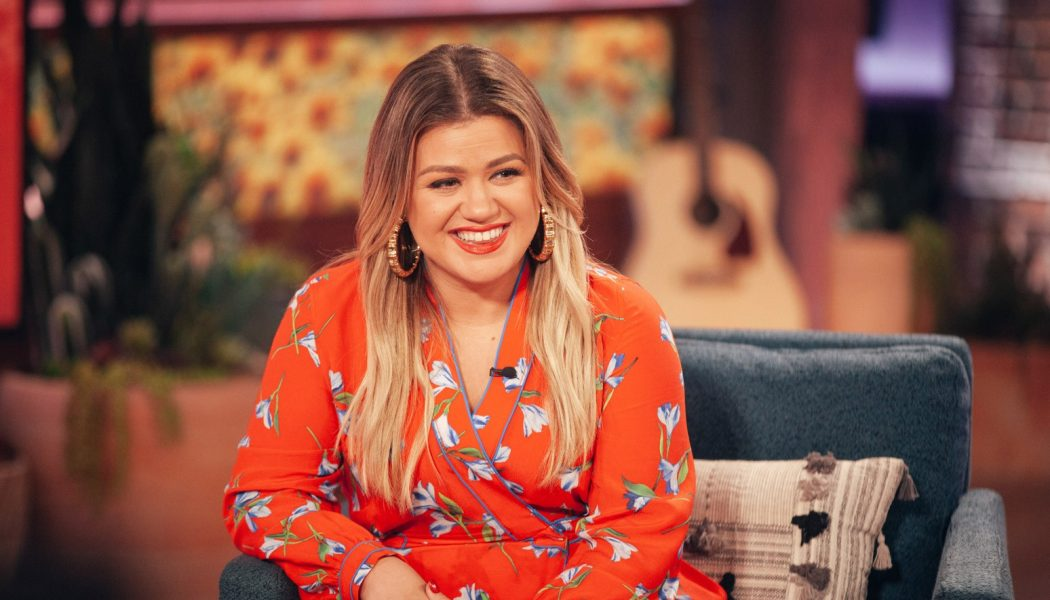 Kelly Clarkson Wraps You With 'These Arms of Mine' for Her Otis Redding Cover