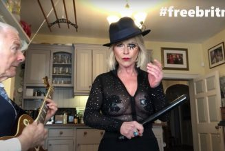 """King Crimson's Robert Fripp and Wife Toyah Cover Britney Spears' """"Toxic"""": Watch"""