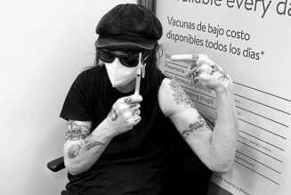 MÖTLEY CRÜE's MICK MARS Receives First Dose Of COVID-19 Vaccine