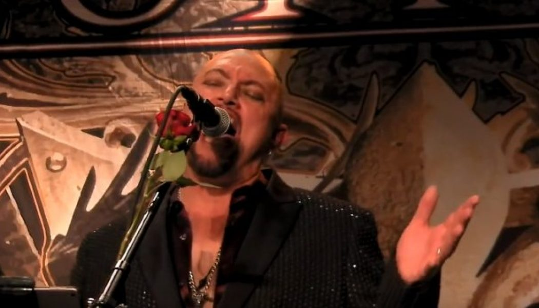 Watch Pro-Shot Video Of GEOFF TATE Performing QUEENSRŸCHE's 'Around The World' At Socially Distanced Everett Concert