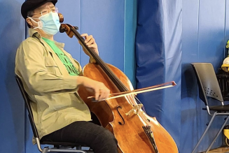 Yo-Yo Ma Plays Concert in Clinic After Receiving COVID-19 Vaccine