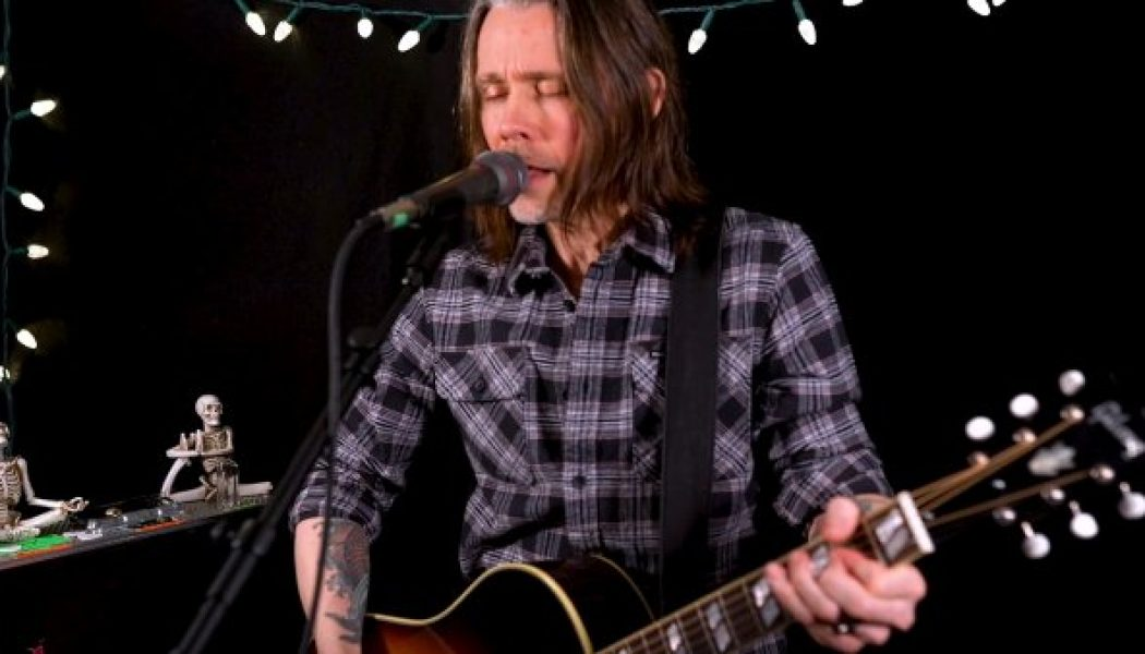 MYLES KENNEDY Performs Acoustic Versions Of Two New Songs For HARDDRIVE RADIO (Video)
