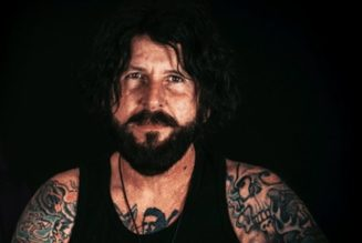 TRACII GUNS Says Lawsuit Against STEVE RILEY Over L.A. GUNS Name Was 'Expensive, Boring And A Waste Of Time And Energy'