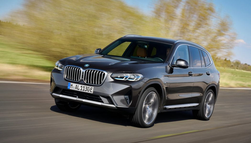 2022 BMW X4 and X4 M Grow Bigger Snouts and Are More Powerful