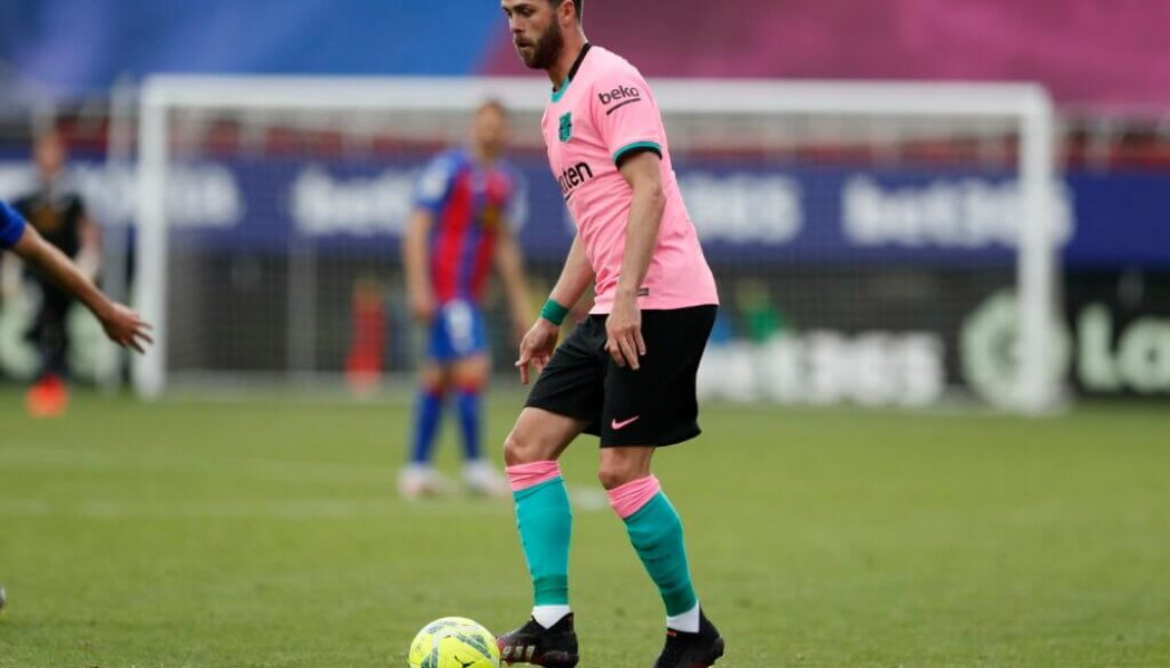 Barcelona midfielder open to staying at club to fight for his place next season
